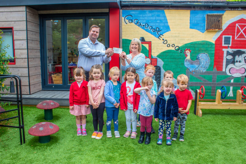 Left: Cullen MacIntosh, Pavers and Pip Mountain, First Steps Pre-School manager with the children of First Steps Pre-School