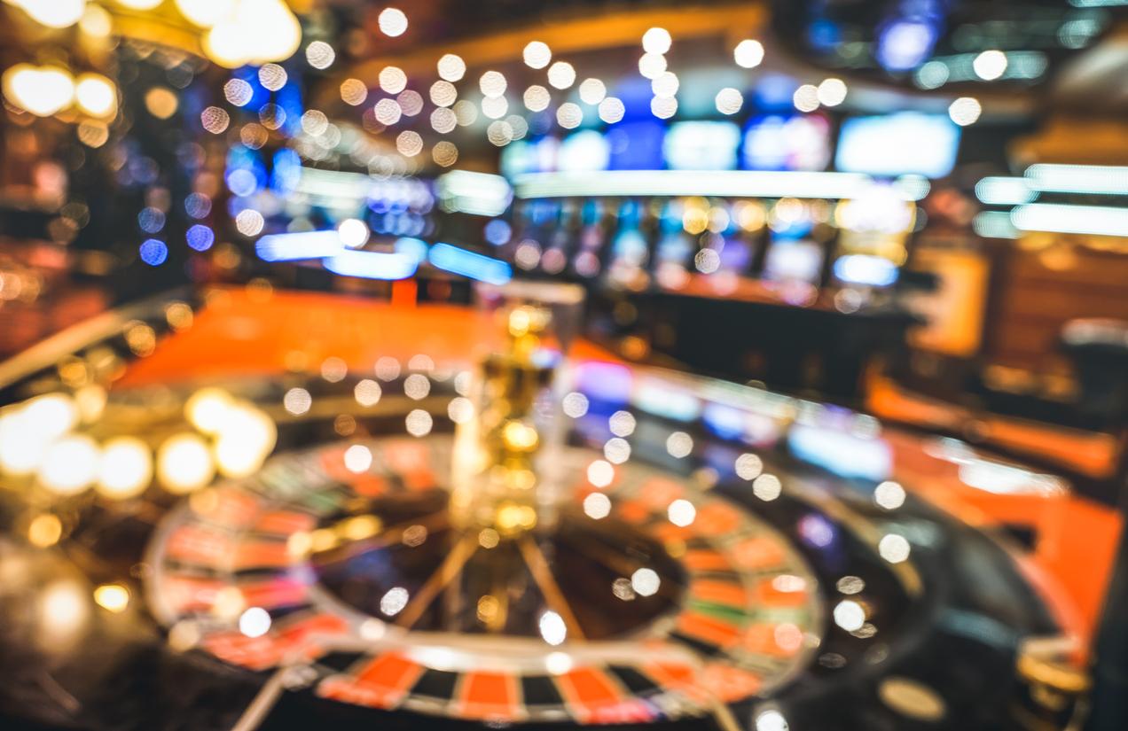 Casino Gambling - Roulette & Slots
