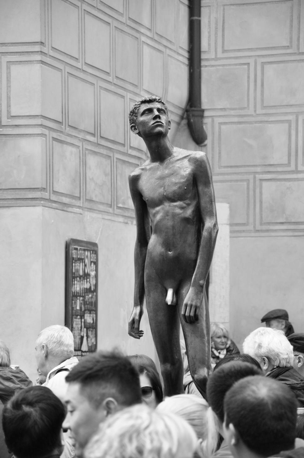 Sculpture-of-naked-man-on-Prague-castle-e1461338022130-980x1476