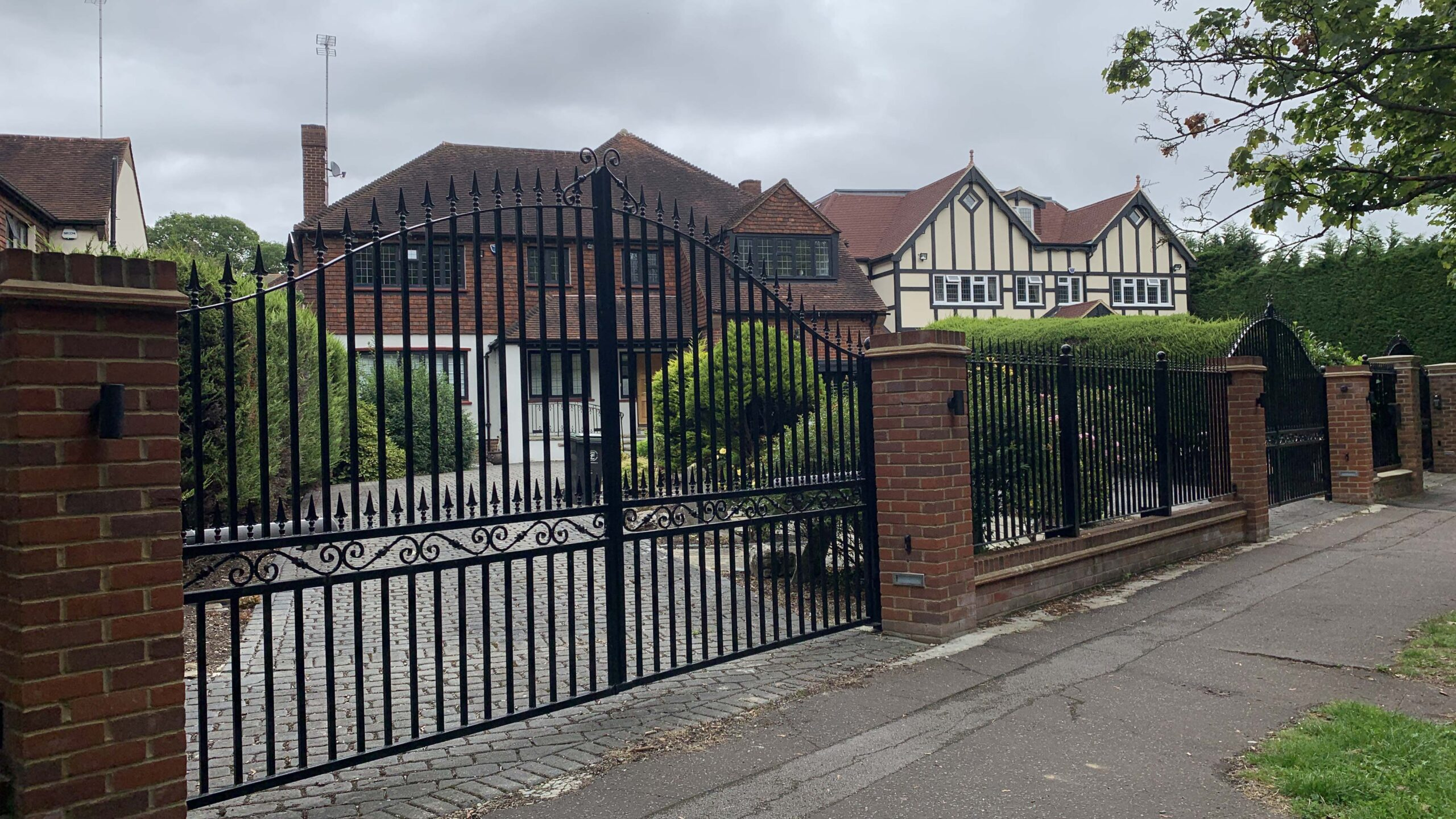 metal driveway gates security railings