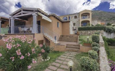 San Teodoro | Villetta con giardino e taverna vivibile