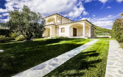 Villa con ampio giardino in vendita, San Teodoro Loc. Lu Fraili