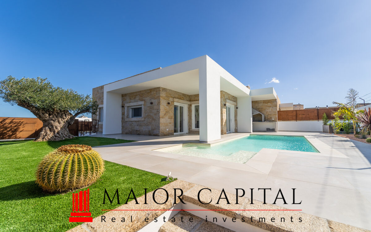 Olbia | Moderna villa singola con piscina