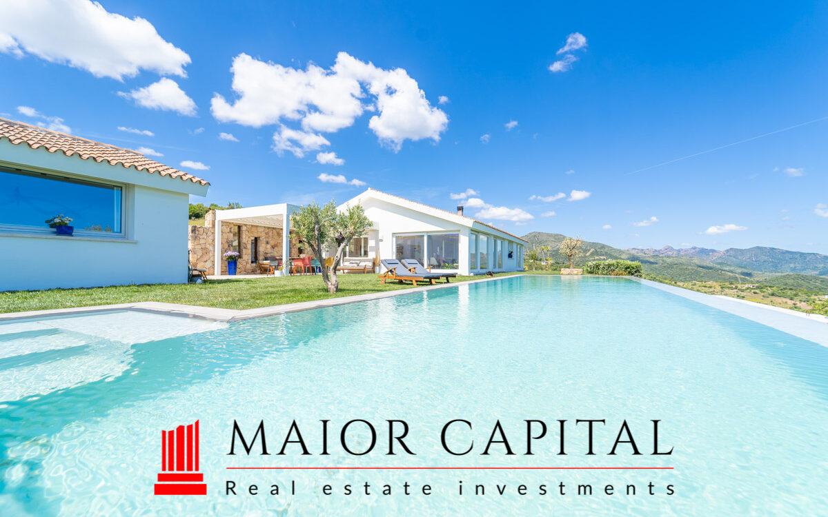 Budoni   Villa con piscina a sfioro e vista panoramica