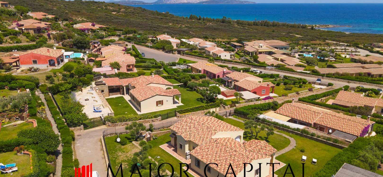 Costa Caddu   Villa bifamiliare con vista mare