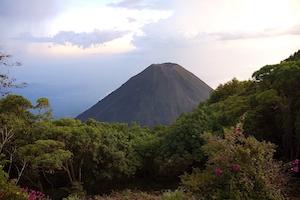 Blick auf den Vulkan Izalco vom Nationalpark Cerro Verde