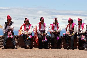 Peru PUNO Taquile hombres