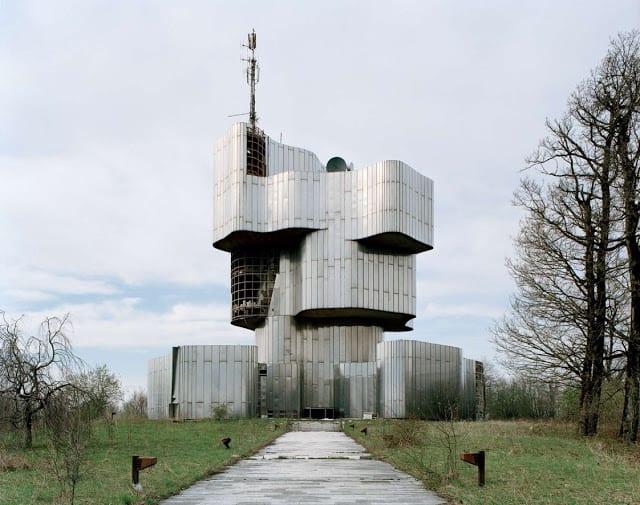 2. Batı modernizminden ilham almış gibi görünen Yugoslavya anıtlarının eşsiz tarzı, Sovyet komşularında bulunan örneklerden açıkça farklı.