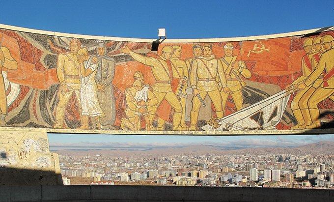 16. Zaisan Anıtı, Moğol başkenti Ulan Batur'un güney bölgesinde, II. Dünya Savaşı'nda öldürülen müttefik Moğol ve Sovyet askerlerini onuruna yapılan bir anıt.