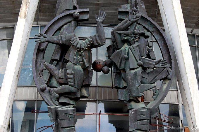 5. Sovyet dönemi sirki, Moldova'nın başkenti Kişinev'deki en göz alıcı binalardan biri. 2004'te restorasyon için kapatılan sirk, o günden beri kullanım dışı. Öte yandan, bu hurda bina unutulmuş rejim için soluk bir anıt izlenimi verebilir. Moldova, Kişinev'deki terkedilmiş sirkden brütalist bir anıt.