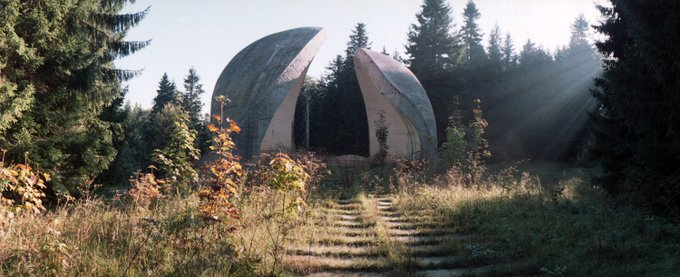 6. Bu ilginç şey Grmec'deki devrime bir anıt olması için yaratıldı.