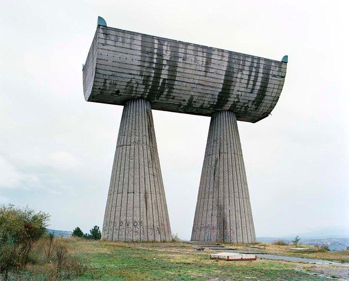 20. Bogdan Bogdanovic tarafından tasarlanan bu heykel 1973'te inşa edildi. Eser, Kosova'daki uzun madencilik geleneğine adanmıştır. Fotoğraf: Jan Kempenaers