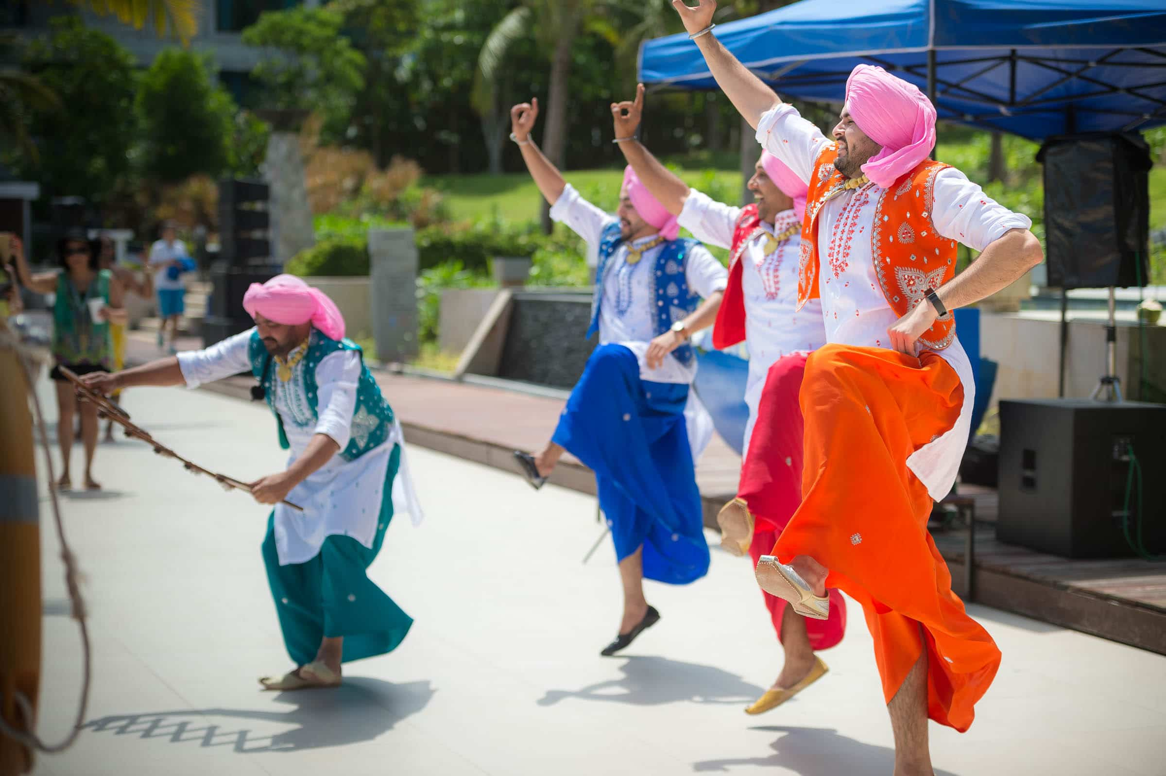 thailand-wedding-photographer-marriott-spa-resort-rayong-indian-wedding-photography-bangkok-pool-party-013