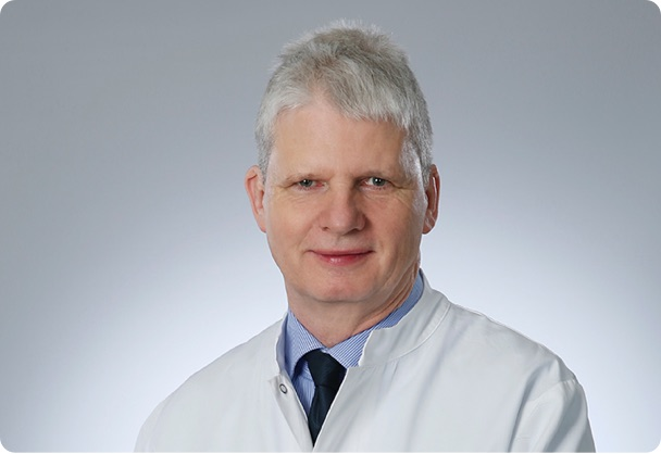 Ein Interview zu erblich bedingtem Haarausfall mit Prof. Dr. Abeck