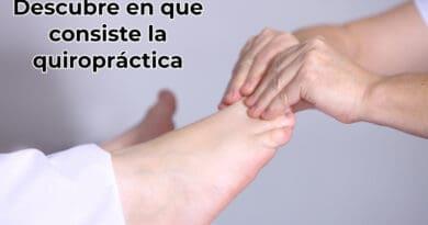 masajista-realizando-un-masaje-en-los-pies-a-otra-persona