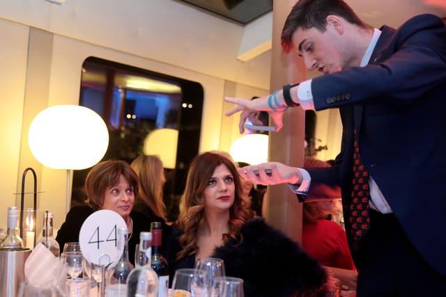 Close up Magician Party and Wedding London, Surrey, Richmond, Twickenham.