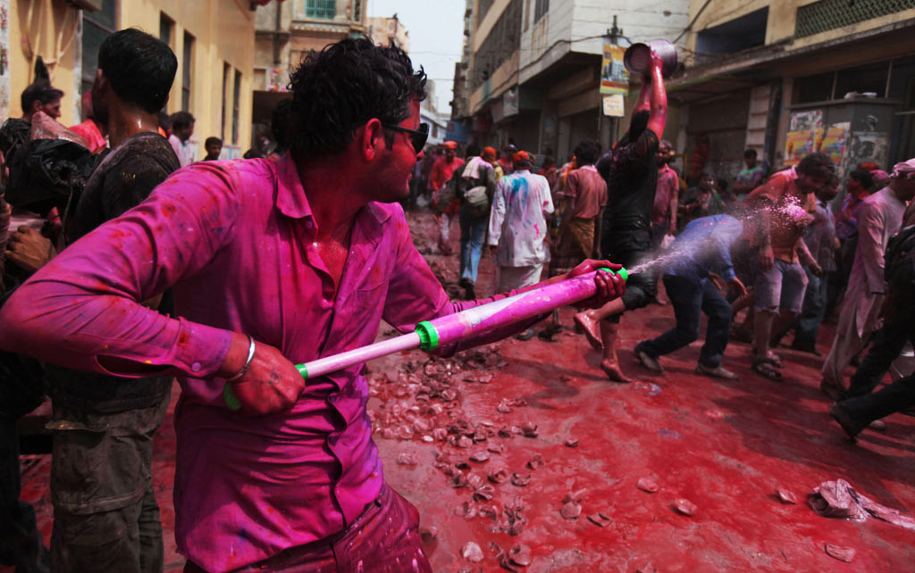 Effects of festival Holi - Water pollution