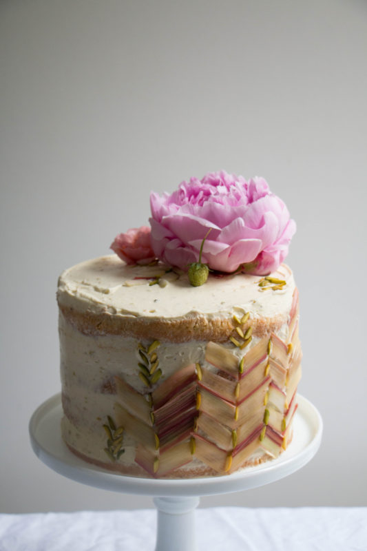 rhubarb strawberry and pistachio cake-1-15