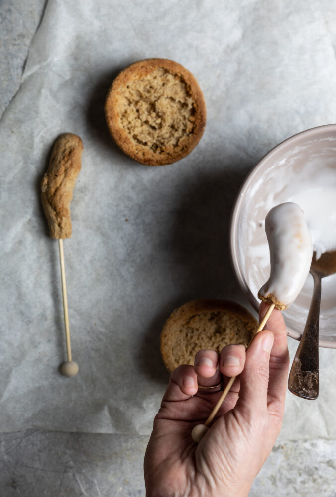mushroom shaped gingerbread step 4