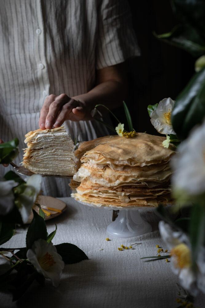 serving cake