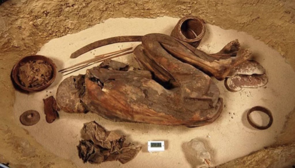 After embalming, the remains were wrapped in linen, placed in a shallow grave and surrounded with funerary objects.