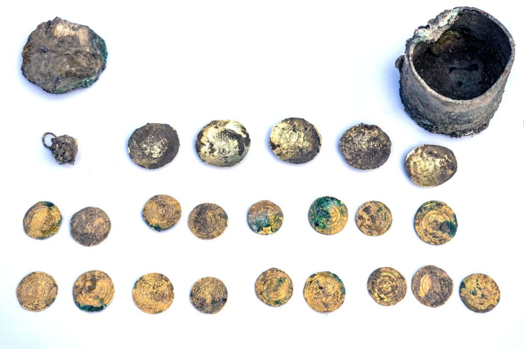 The bronze pot, gold earring and coins. Photo: Yaniv Berman, courtesy of the Caesarea Development Corporation.