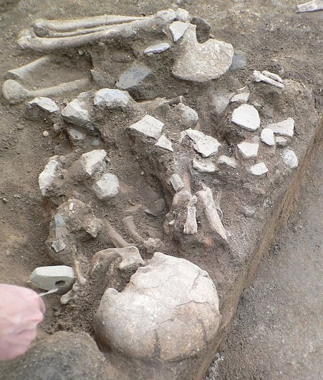 The stone ax scepter held by the buried Chalcolithic man was never used as a tool or weapon, and was probably a symbol of power. Photo: archaeologist Dilen Dilov