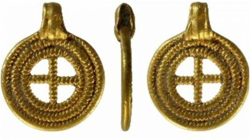 Anglo-Saxon gold pendant found in Norfolk, England. declared to be treasure