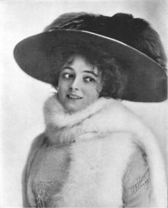 Marie Doro, American stage and film actress, in 1909