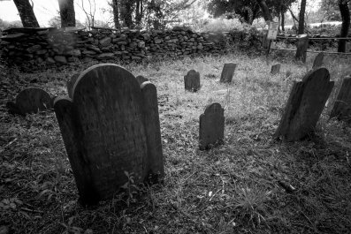 Forty unmarked graves found on Tallahassee golf course, Florida.