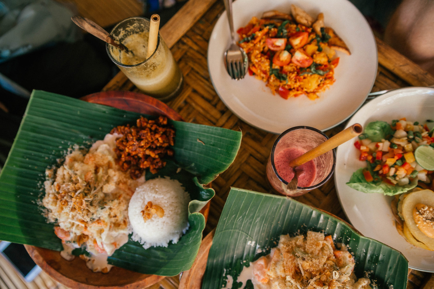 vegan healthy food in gili islands pitu cafe indonesia jackfruit curry