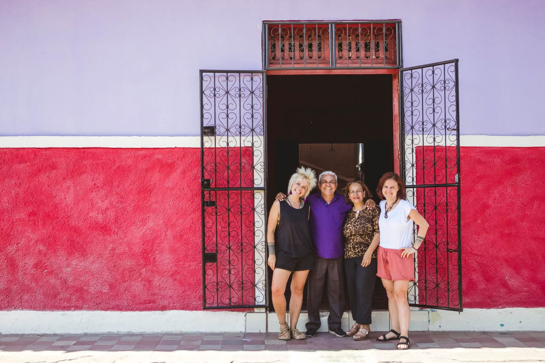 granada nicaragua local family everyday life nica spanish school colourful houses colourful street casa xalteva local culture