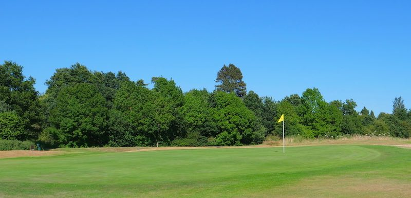 18 Hole Golf Club in Watford, Hertfordshire