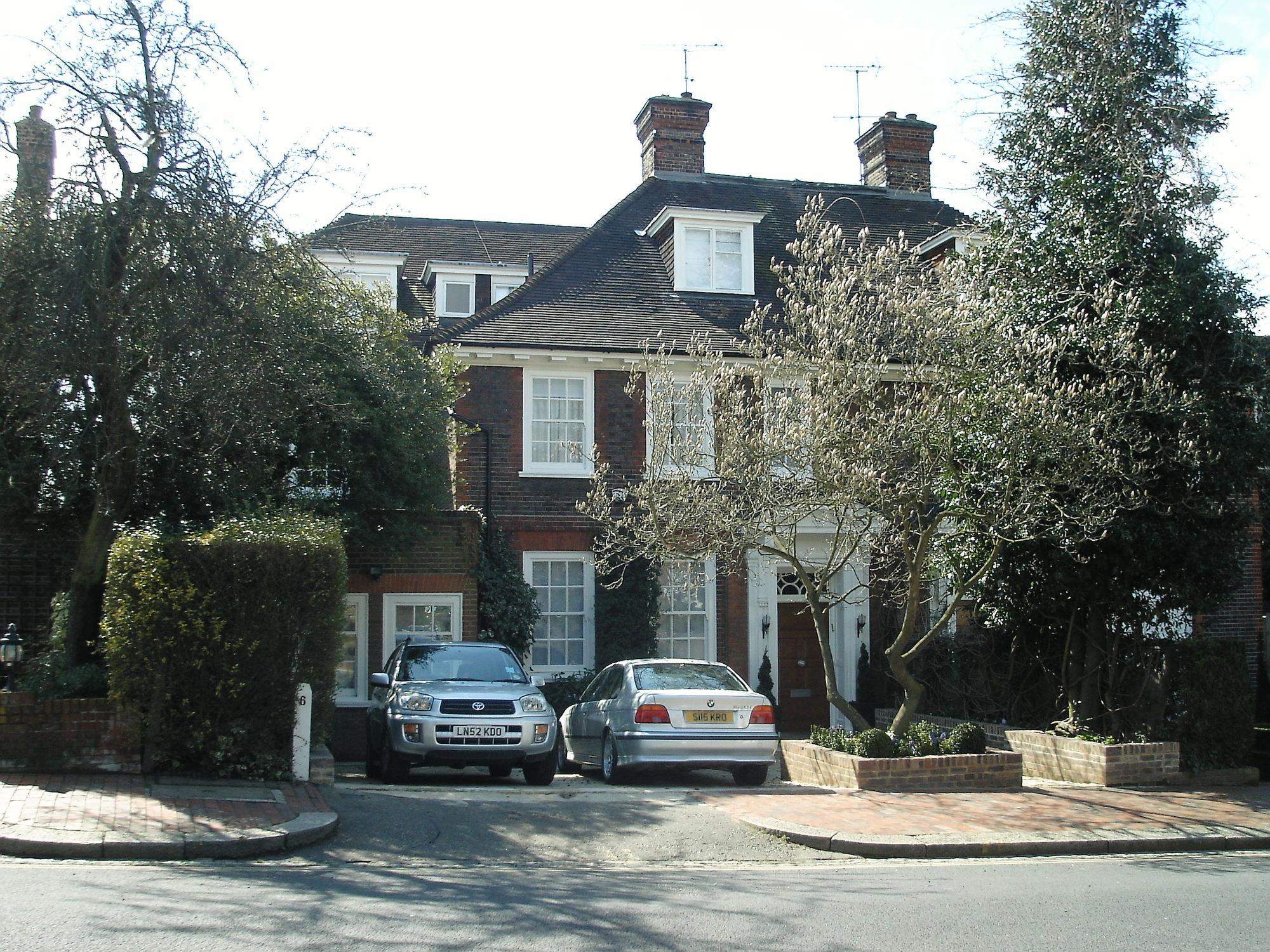 Greenaway Gardens, London, NW3