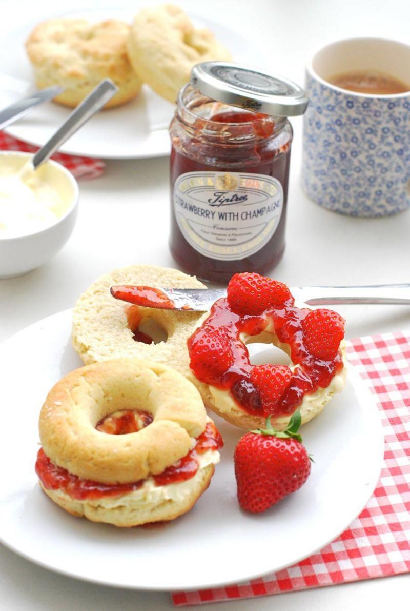 afternoon-tea-scone-doughnuts