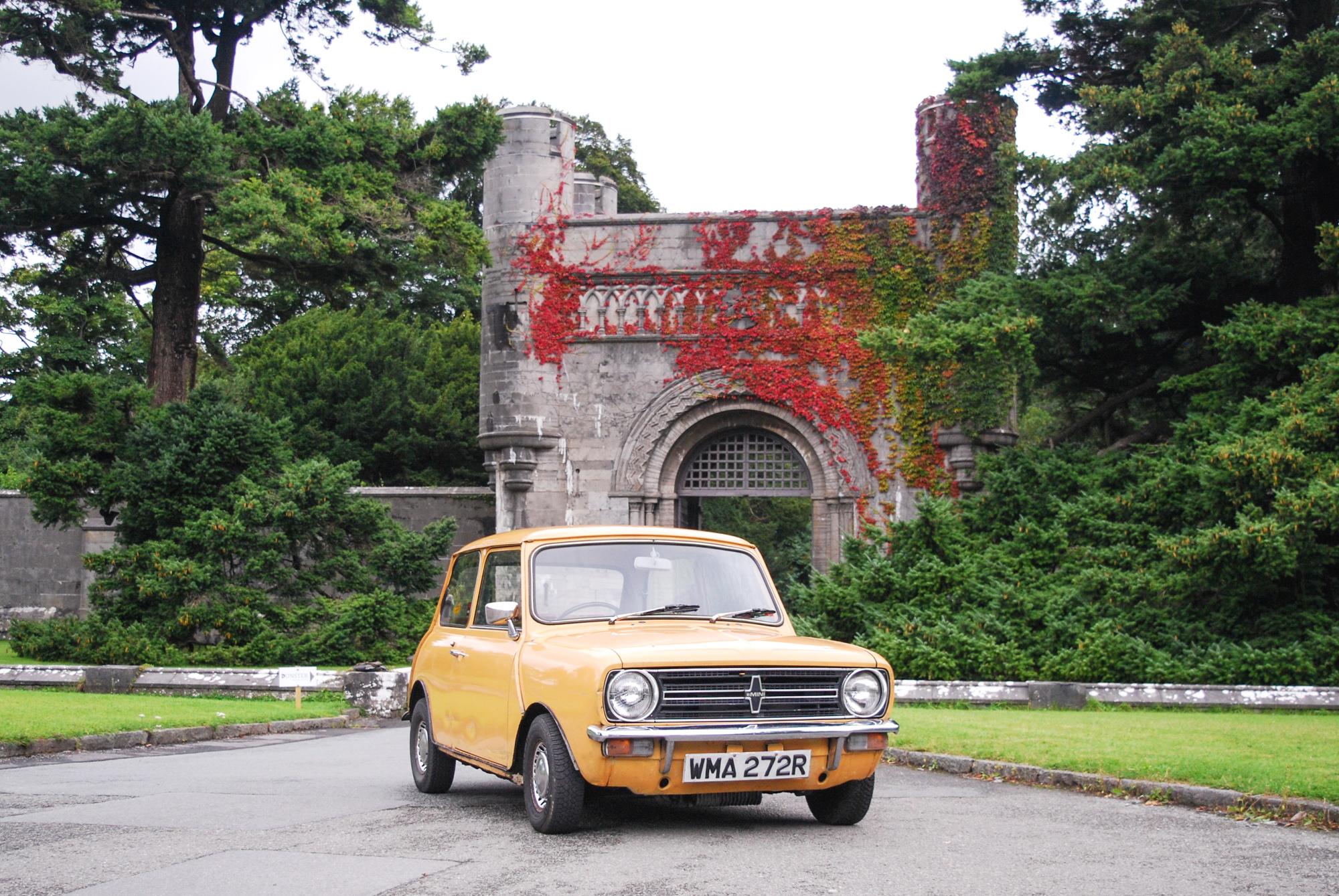classic mini cooper car
