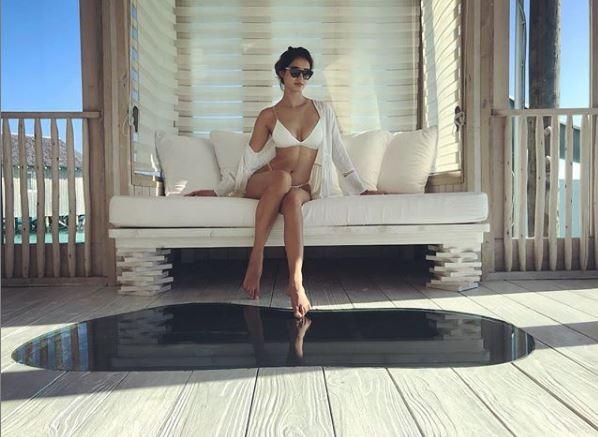 Disha patani wishes Fans with bikini