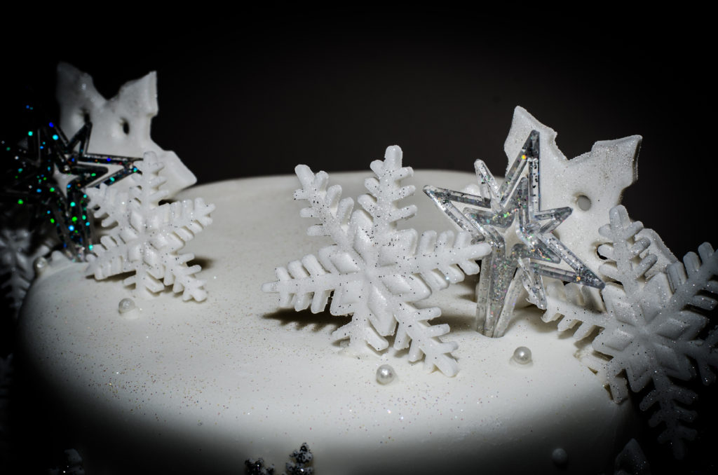 Winter wedding cake Voco Oxofrd Thames