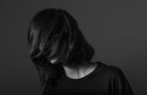 Amelie Lens mixes new 'fabric presents'