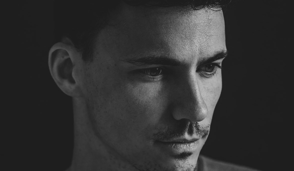 Premiere: Raphael Mader - Patiently Waiting