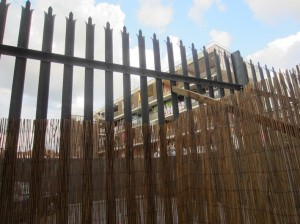 4_dia fence of workshop with housing estate being demolished beyond, photo Judith Ryser