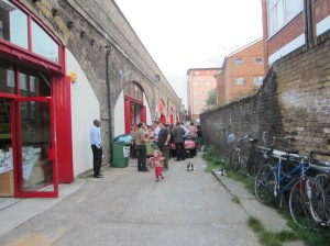 6_dia front of the new workshop alongside refurbishments of railway arches by other footholders, photo Judith Ryser