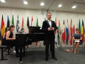 4Norbert Meyn, tenor and director of Ensemble Emigre