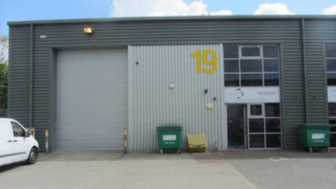 Warehouse/ Industrial/ Offices – 4,327 sq ft – Salfords RH1