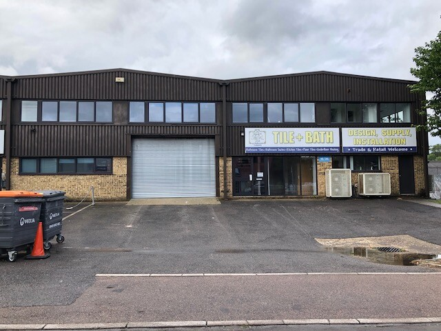 Trade Counter/ Warehouse/ Industrial / Offices – 4,645 sq ft – Redhill RH1