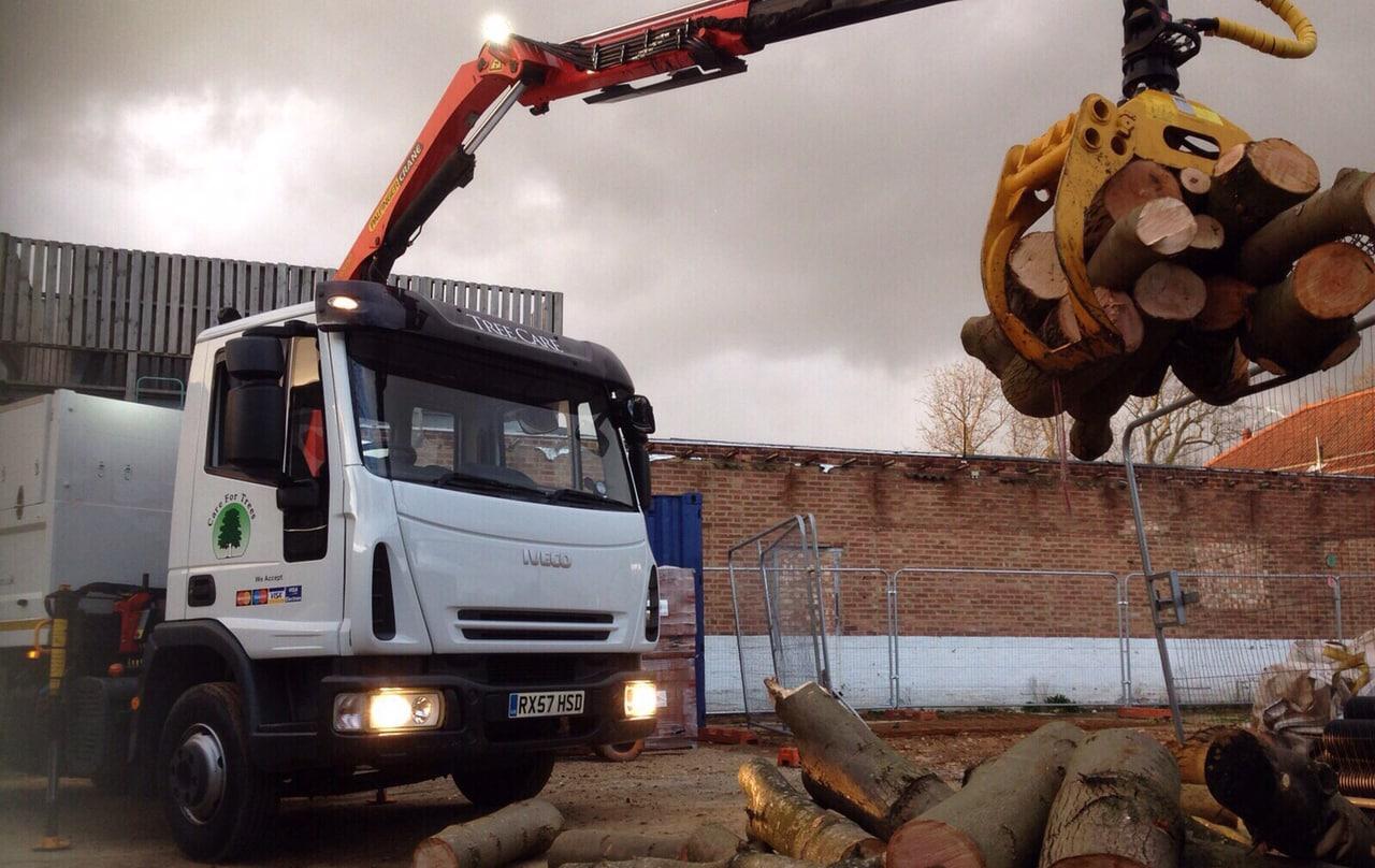 grab_load_large_rubbish_clearance