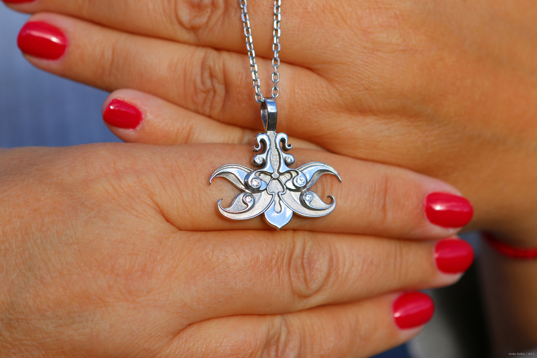 Orchid necklace, white gold