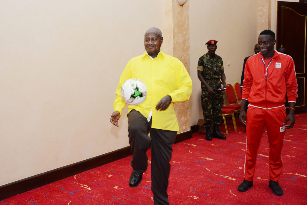 Museveni gives money to cranes