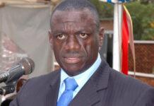 Kizza Besigye step out of politics