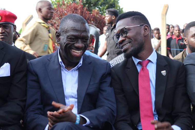 Bobi Wine telling Kizza Besigye